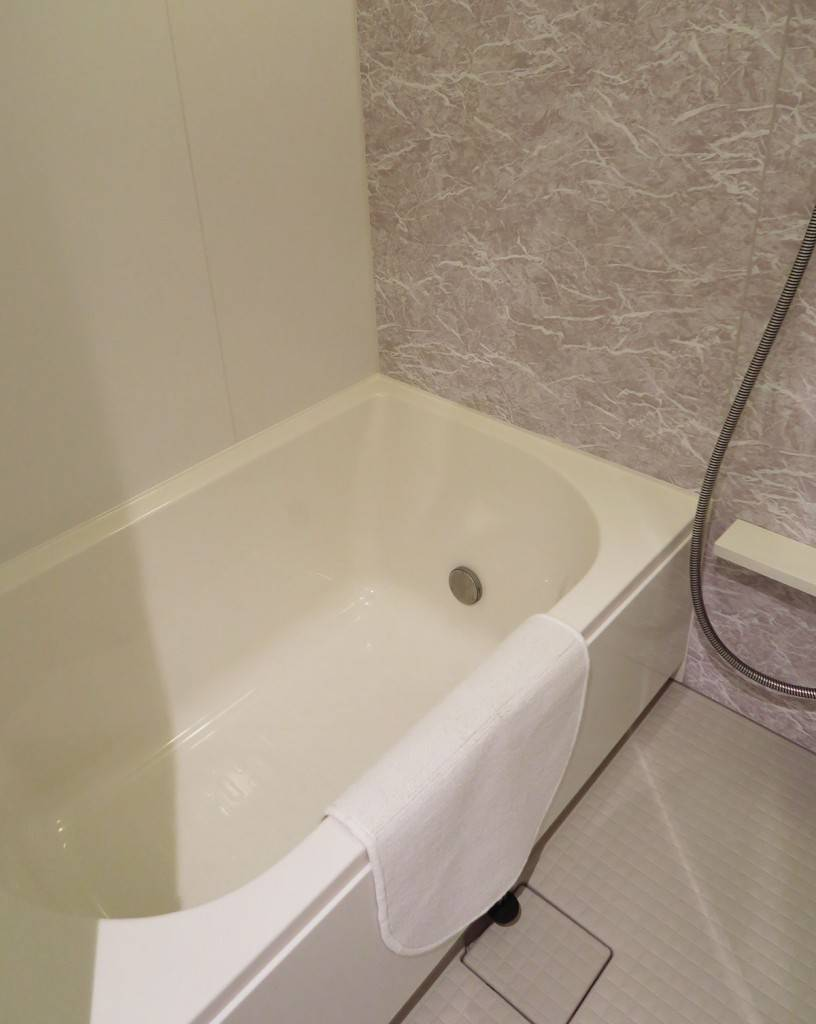 hotel_bathtube_06