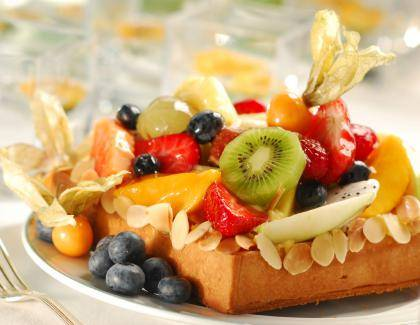 Almond_tart_with_seasonal_exotic_fruits_3edc9b2_0