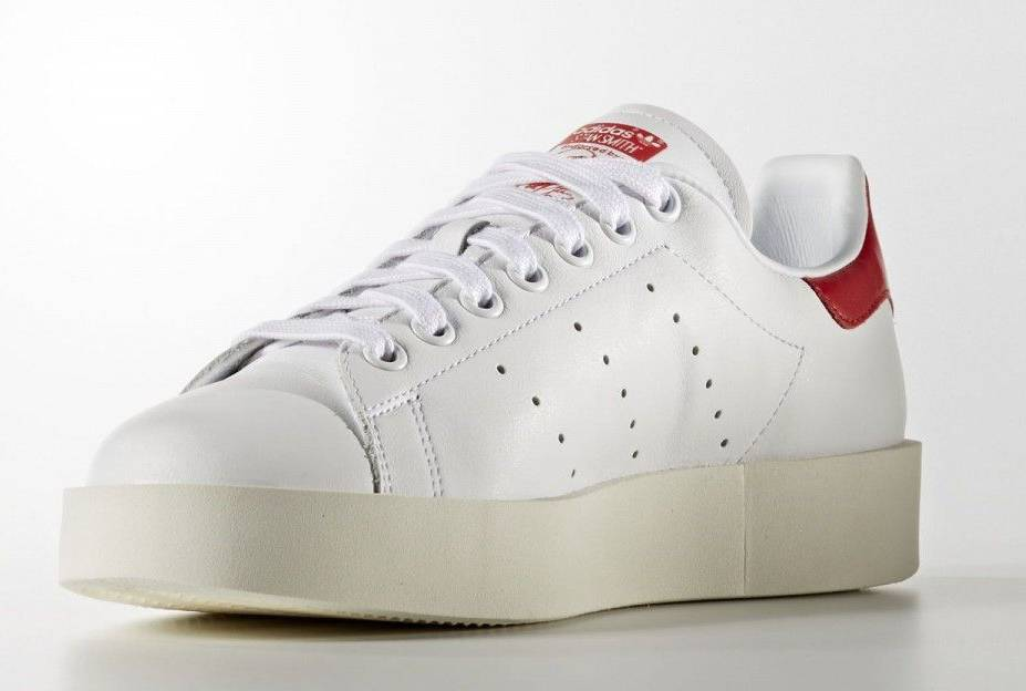 red-stan-smiths-3_2066323606586de94796cb3