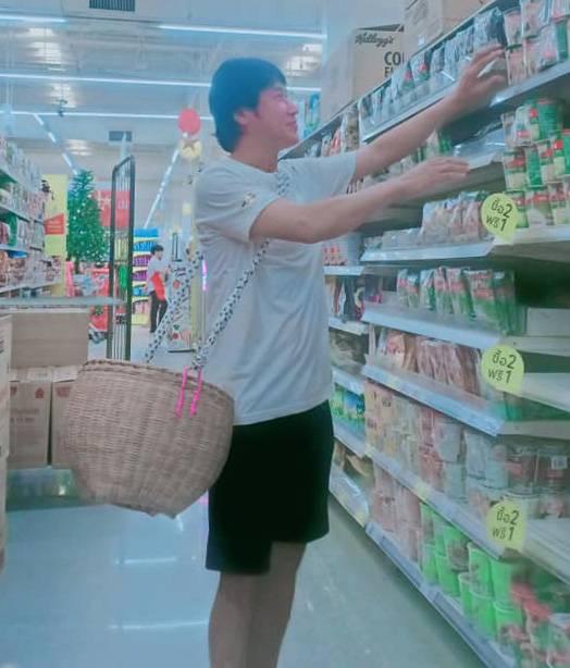 泰國多間商店停派膠袋 當地人花式示範自備購物「袋」