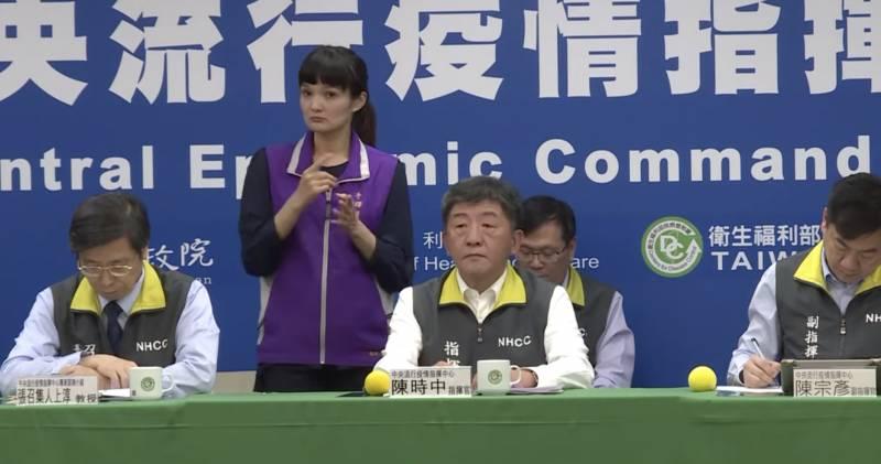 台灣航空業防疫新規例 機組人員須戴護目鏡、著防護衣