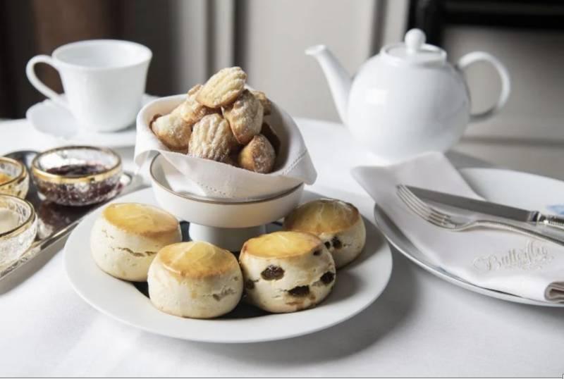 英式下午茶不可缺的英式鬆餅,還有Madeleines 配奶油忌廉及自製果醬。(圖片來源:GOtrip編輯部)
