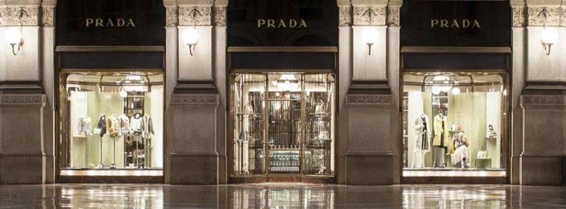 義大利因為疫情嚴重,不少大品牌都加入投入生產抗疫產品,如時尚品牌PRADA便生產防護衣與口罩。(圖片來源:PRADA)