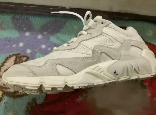 不只一個受害者!台女鞋子被弄上奇怪記號 對比摩斯密碼後超害怕!