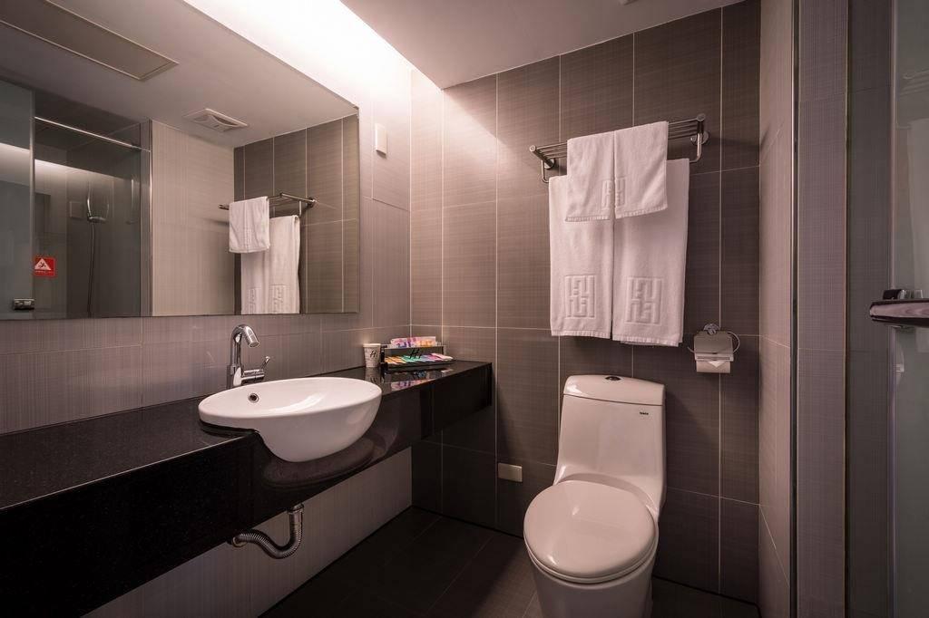 【猛鬼酒店實錄】房間與廁所的面積普遍算大,並沒有窄小不適的感覺。(圖片來源:Hotel Hi)