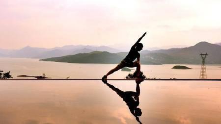 龍泉谷景區「天空之城」宣傳照相當吸引奪目。