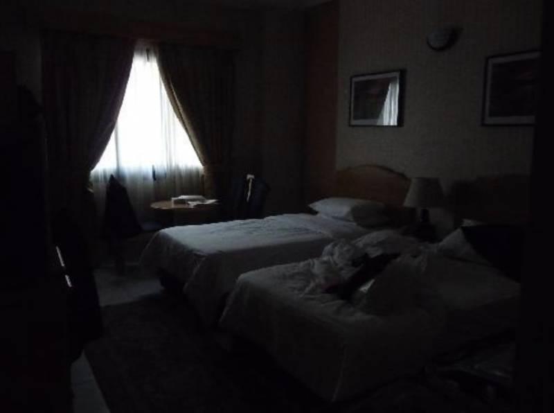 酒店鬧鬼實錄|妹妹入住日本東京酒店 被色鬼摀嘴摸腿無法反抗