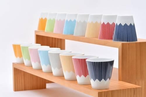 日本SWEETS CRAFT白瓷餐具,八色設計,設不同尺寸的杯碗,焗爐或微波爐均可使用。售價HK5 起