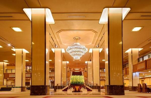 非常氣派的大堂,像香港半島有條長長的樓梯。
