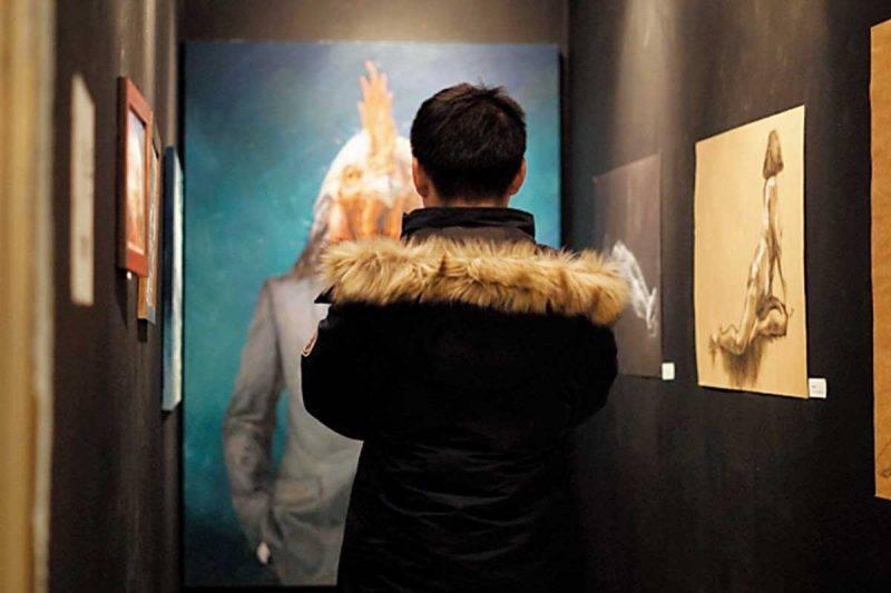 散落於不同空間的藝術品及不時舉行的藝廊 活動,有助將藝術普及化。