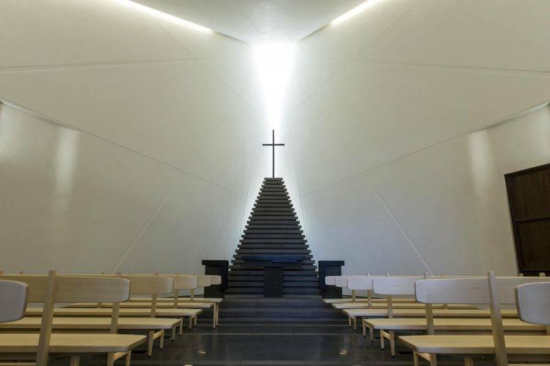 酒店52樓是教堂,應該吸引不少日本人在這結婚。