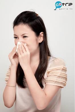 在法國用手擤鼻涕或倒吸是一個不禮貌、令人厭惡的動作。