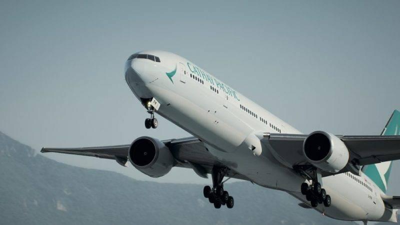 港人1號在Dominic Raab公佈「5+1」後,即坐飛機離開香港。他當時未知詳情及是否真的會落實。(圖片來源:Cathay Pacific)