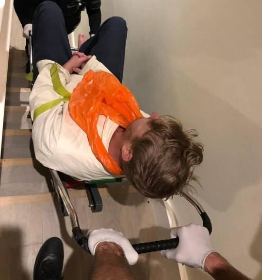 老公失足斷背骨 (圖片來源: Twitter)