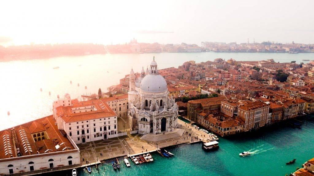 威尼斯政府有意在城內主要地點增設入閘機。(圖片來源:Unsplash@canmandawe)