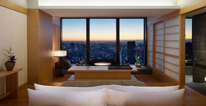 多間房都是對住城景,並設有落地大玻璃,觀賞外面美景。
