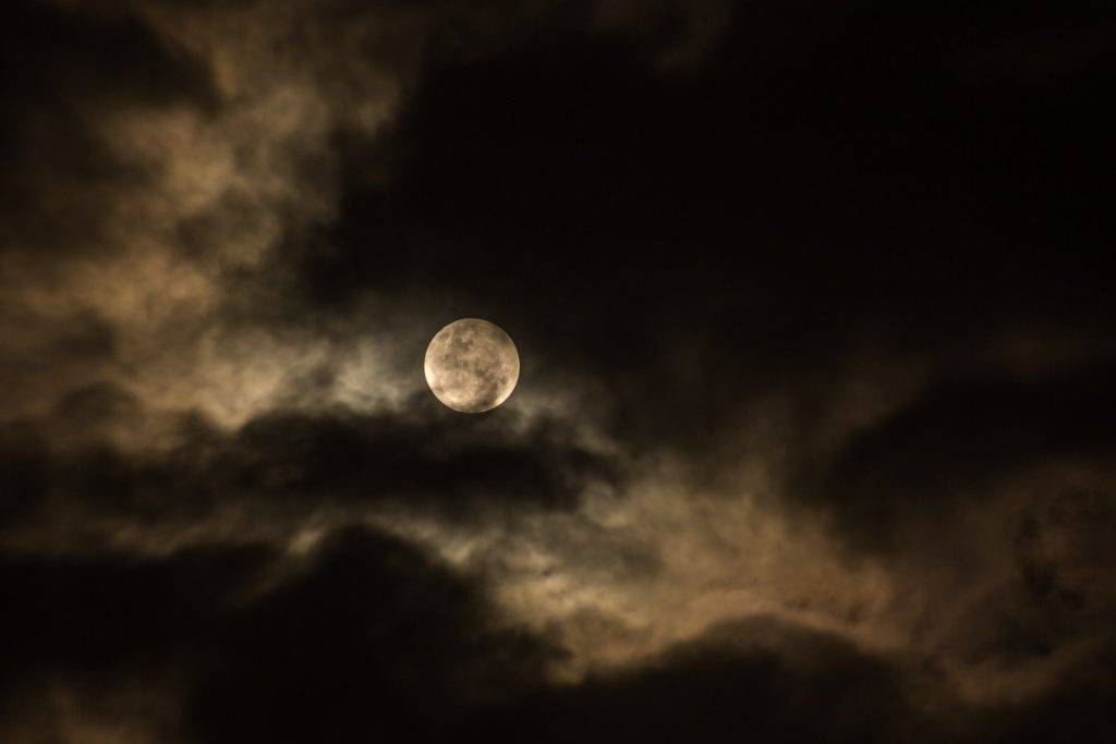中秋天氣 天文台料連續9天驟雨多雲 中秋假期賞月難 氣溫高見31度