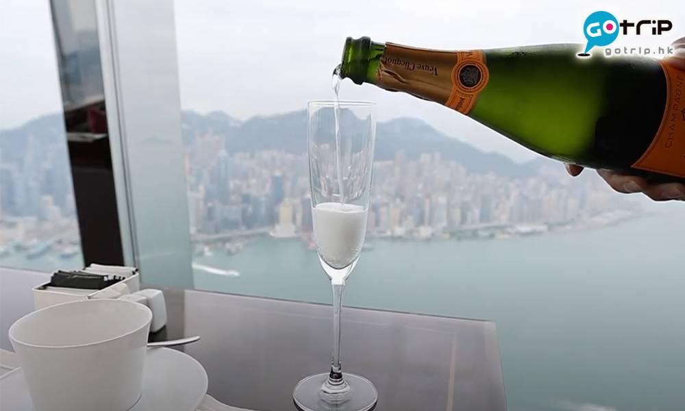 位於102樓的The Lounge and Bar,擁有開揚海景,環境一流!