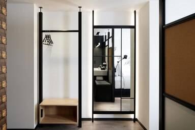 Gust Room – Closet