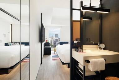 King Aloft Guest Room