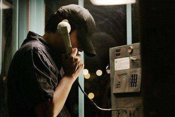 綁匪試探李亨浩父母有否報警(圖片來源:電影《那傢伙的聲音》劇照)