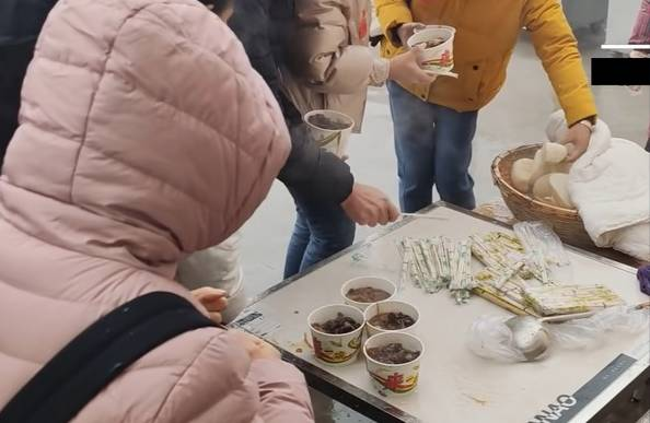 YouTuber揭祕內地百元廉價團!
