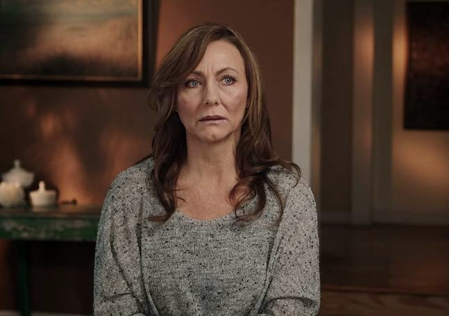 珍在紀錄片中接受訪問(圖片來源:Netflix《與狼為鄰》)