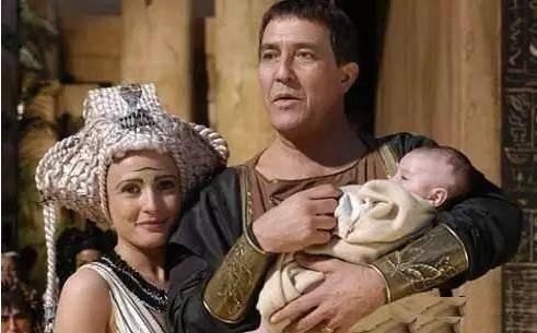 埃及妖后、孩子與凱撒(圖片來源:電影《Cleopatra》)