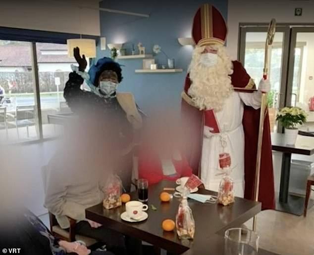 「聖誕老人」扮演者卻在拜訪後3日確診新冠肺炎(圖片來源:DailyMail)