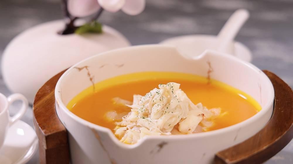 金湯蟹肉花膠燴海皇,湯汁非常濃郁,加上啖啖蟹肉花膠,口感味道同樣出色。