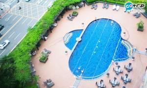 可能是全台北最舒適的酒店泳池?網民笑稱:不止好自在,還很靠得住