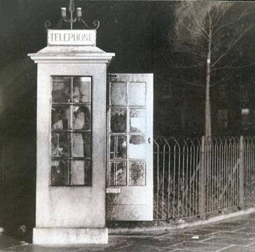 警方其後更追查到R.M. Qualtrough的來發是從距離威廉家約360米的電話亭打出(圖片夾源:chesshistory.com)