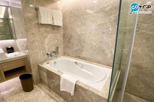 浴室增設浴缸。(圖為Residence Club Harbour View Room)(圖片來源:GOtrip編輯部)