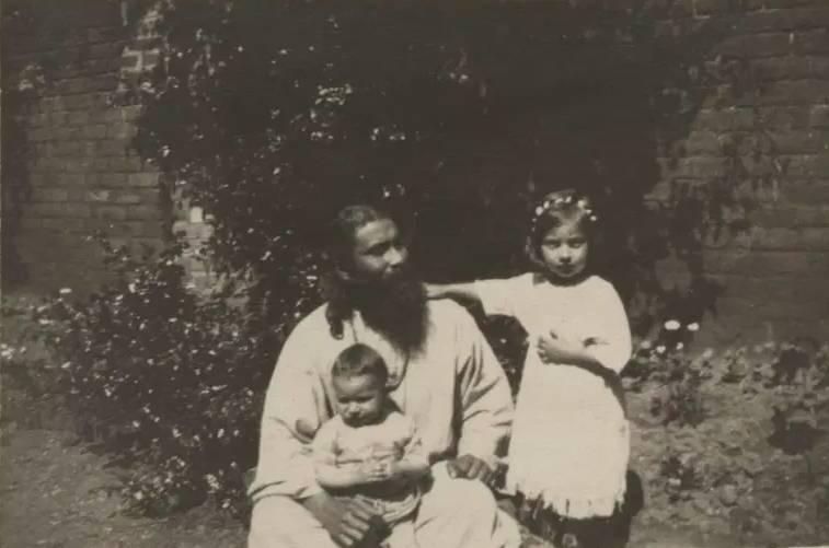 努爾年幼時照片(圖片來源:aljazeera.com)