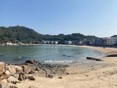 在沙灘上走動感覺上都是穿沙灘裙或比堅尼比較合襯呢!