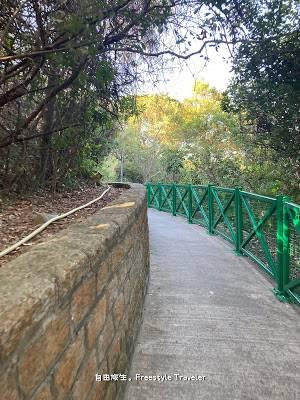 【欣澳行山】從那裡轉入去會看到一條綠色欄杆的小路,一直走大約10-15分鐘
