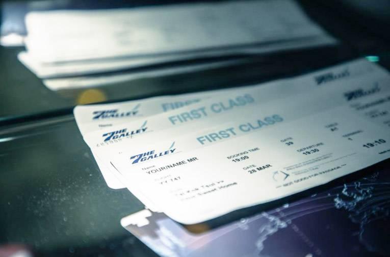 大角咀飛機主題餐廳|晚市預訂機艙四人座位的客人,可獲贈印有自己名字的仿登機證。(圖片來源:Facebook@The Galley by Cafe Proud Wings)