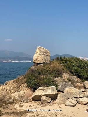 這一帶有好多大大小小的巨石,不過根據Google Map上的指示,那塊就是釣魚翁石