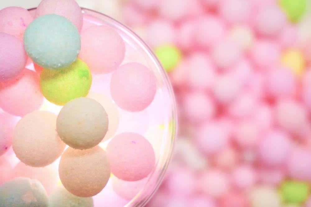 色彩繽紛的三盆糖相傳可以召來幸福,所以亦會於傳統習俗婚宴時當做禮品來答謝賓客。(圖片來源:香川縣)