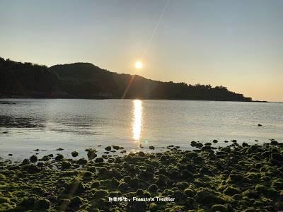 在金黃色的倒影下日落西山了!