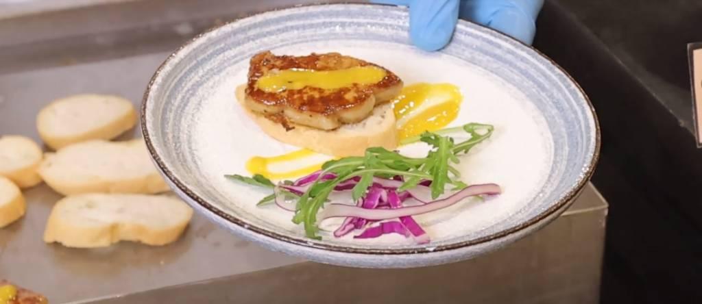 即煎鴨肝油香十足,配芒果味噌汁中和油膩感,味道恰到好處!
