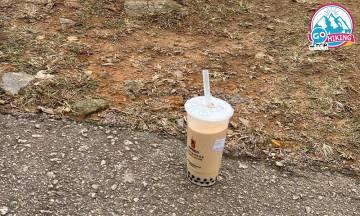 郊遊行山亂棄珍珠奶茶 兩小時後路過仍在原地 網民嘲:人走茶涼