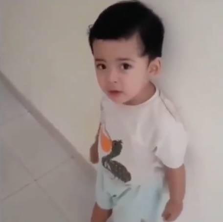 這段影片是由Imam的妻子所拍攝,2歲的兒子相當激烈地反對爸爸出門(圖片來源:Instagram@isfadiah)