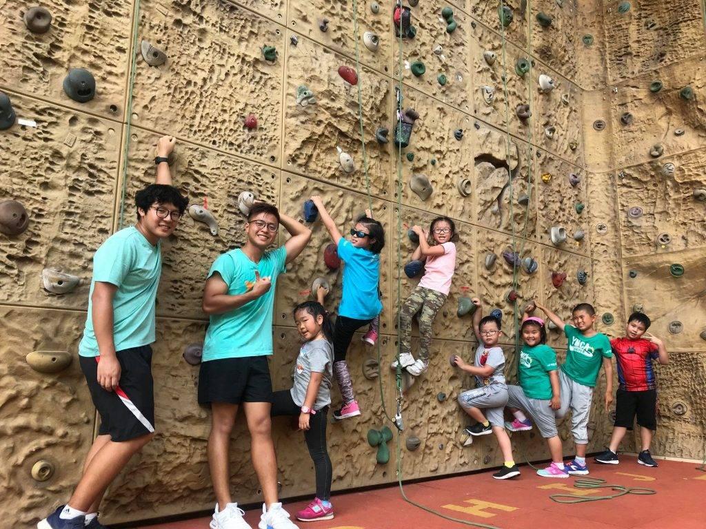 【南丫島露營】同場有人造攀岩場。(圖片來源:YMCA Lamma Island Outdoor Centre)