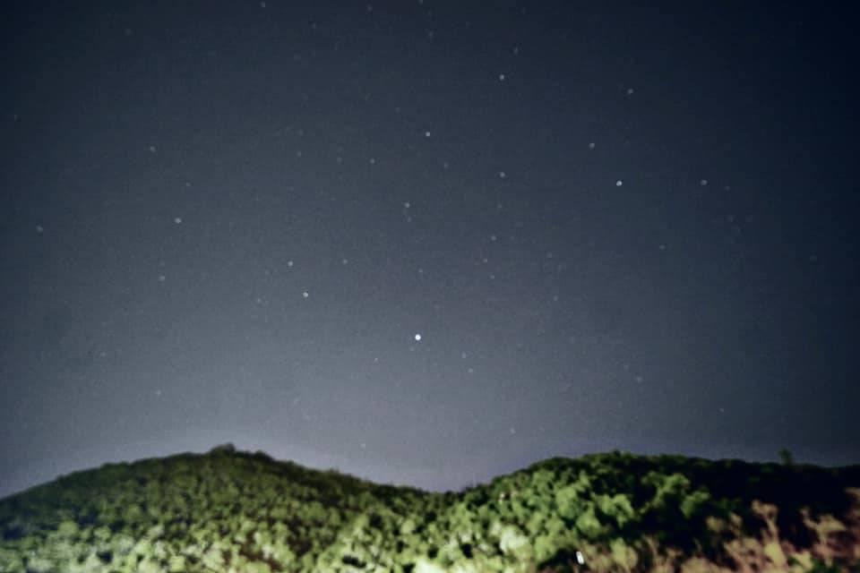【賽馬會西貢戶外訓練營】以一小時睇到4-5粒流星雨嚟講,數量不少呢!圖片來源:賽馬會西貢戶外訓練營