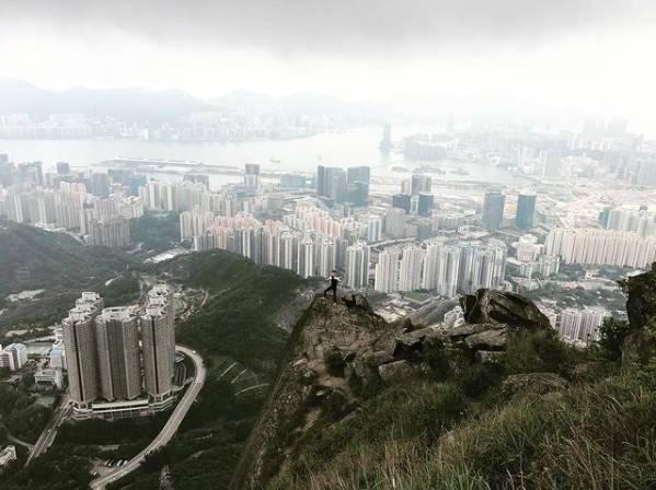 飛鵝山的斜坡大約50至60度,本身要有良好體力的人才能登頂(圖片授權:Vincent Wong)
