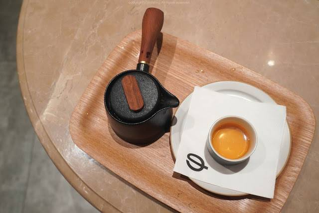 朋友點的則是 – 福鼎白茶 ()