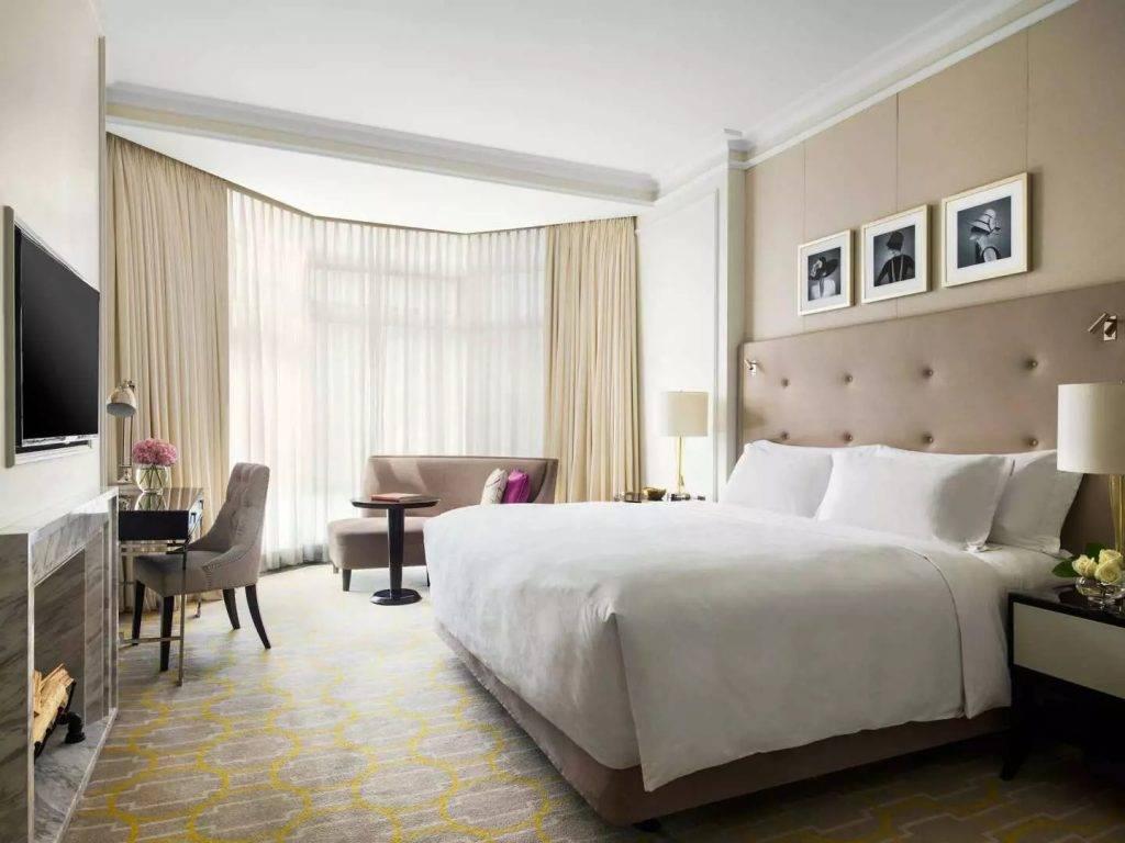 優惠保證指定日子入住的客人享有免費升級豪華客房及26小時住宿體驗。(圖片來源:香港朗廷酒店)