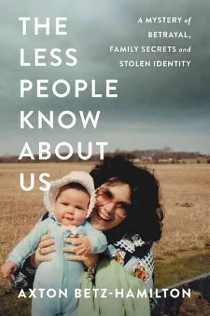 她更把自己的經歷寫成書《The Less People Know About Us》(圖片來源:mysteriousbookshop)