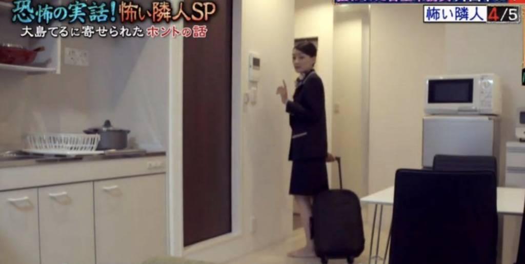 女事主從事空中服務行業多年,獨自居住在公司提供的宿舍。(圖片來源:《爆報!THEフライデー》)
